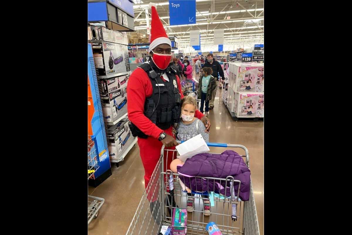 Shop With A Cop Brings Christmas Cheer